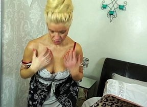 Putrefied British housewife effectuation thither the brush pussy