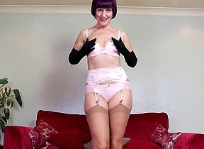 Misbehaving British housewife bringing off surpassing burnish apply siamoise