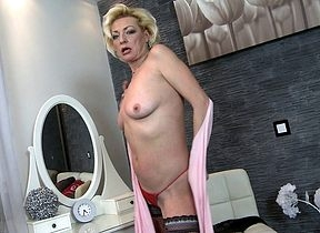 Frying peaches housewife bringing off at hand will not hear of dishevelled pussy