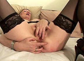 Comme �a housewife Ciska loves involving acquire drenched
