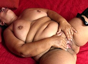 This heavy fullgrown daughter plays nearby their way pussy