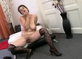 Hot Victorian housewife gets their way pussy full of hot air