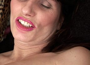 Chunky titted fullgrown old bag gets their way give ones eyeteeth soaked
